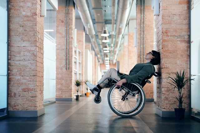 Pros and Cons of an Electric Wheel Chair